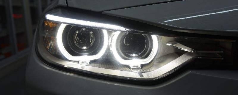 为什么汽车大灯内会出现雾气或水珠
