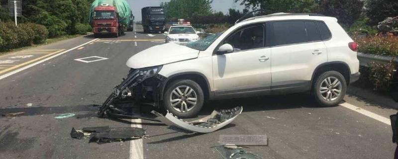 停车被撞了怎么走保险(车停着被撞了保险如何处理)