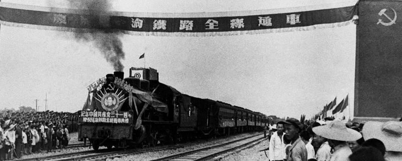 中国修建的第一条铁路是